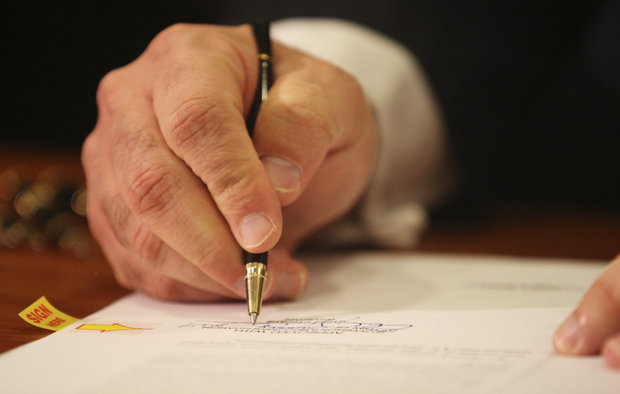 New Jersey Governor Christie signs Epinephrine Access and Emergency Treatment Act