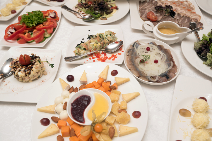 Family-Style-Dining-iStock-638700356.jpg